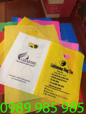 khách hàng charme và linhtinhshop Vũng Tàu đã hợp tác với vietbox để in túi ni lông đẹp